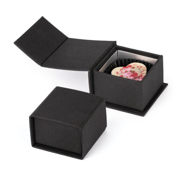 Kleine schwarze RIngpackung mit süßem Inhalt
