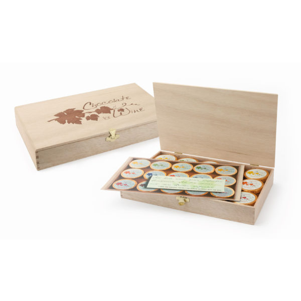 "Elegante Holzkiste mit Branding ""Chocolate for Wine"", 45 Dublonen"