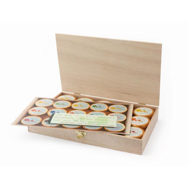 Elegante Holzkiste mit 45 Dublonen
