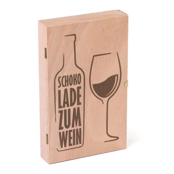 2589_Holzkiste_Schokolade zum Wein_45 Golddublonen_geschlossen