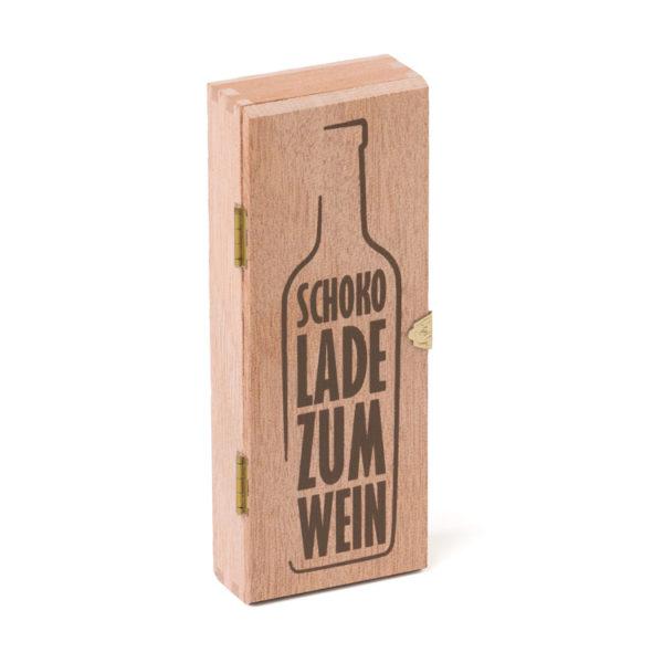 2605_Holzkiste_Schokolade zum Wein_6 Golddublonen_geschlossen