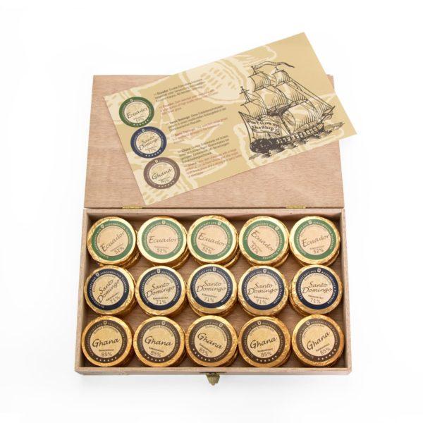 Holzkiste mit 45 Golddublonen, 3 Sorten Zartbitter