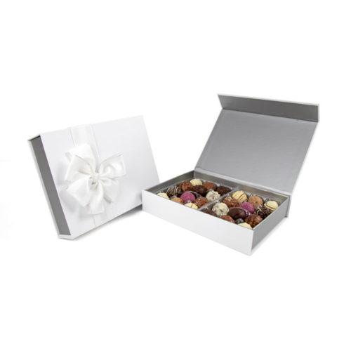 Elegante weiße Präsentschatulle mit befüllt mit 300g köstlichen Trüffeln
